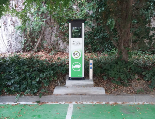 Inauguration of an EV charging point in Viñas del Vero, operating with photovoltaic energy